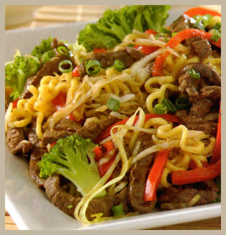 Fideos orientales con carne y vegetales cocina casera net - Comodas orientales ...